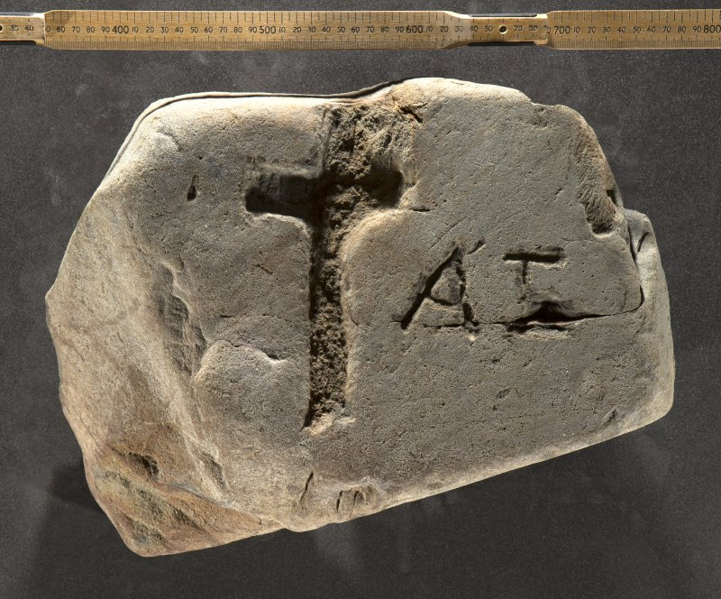 Incised stone slab (H.S. no. KMD005) flash with scale