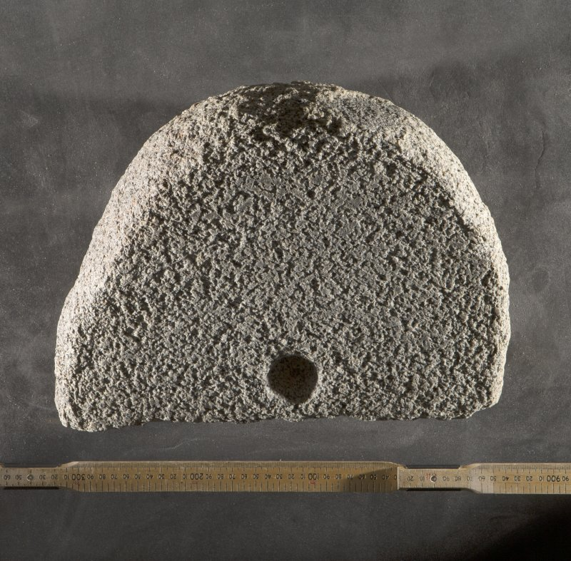 Rotary quern fragment (H.S. no. KMD009) flash with scale