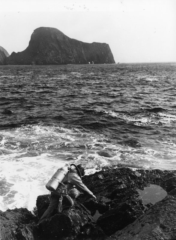 Colin Martin prepares for his first exploratory dive in Stroms Hellier on 11 May 1970. (Roy Dennis)