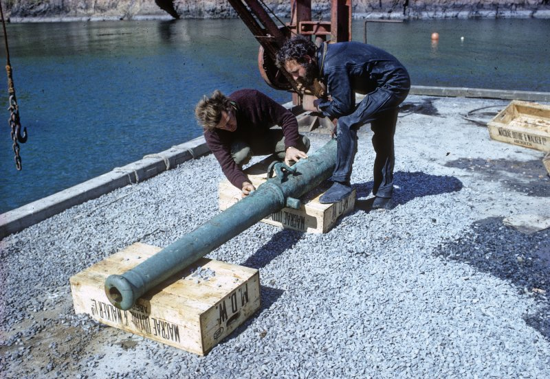 Colin Martin and Chris Oldfield examine the bronze media sacre on the pier at North Haven (1970). (Sydney Wignall)