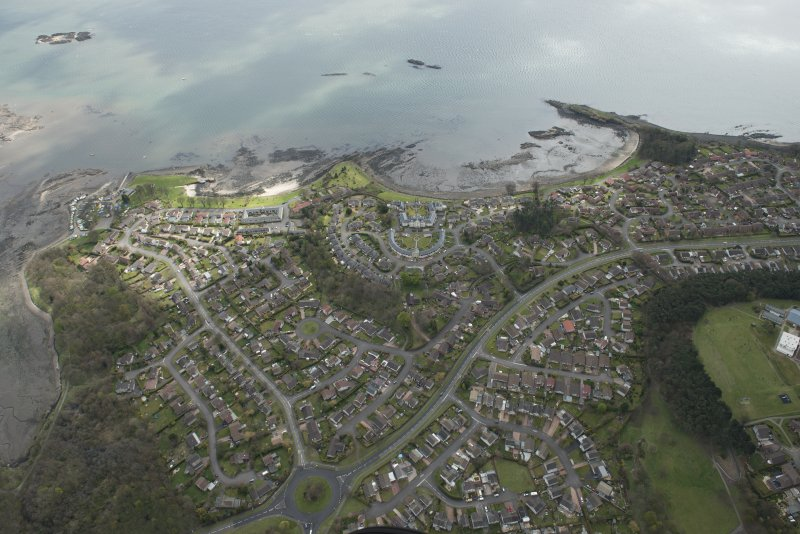 Oblique aerial view of Dalgety Bay, looking to the S.