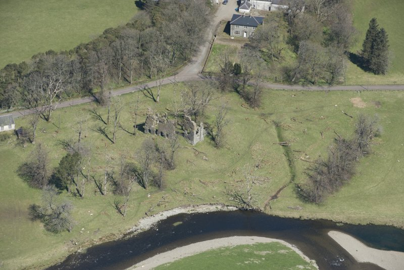 Oblique aerial view of Crawford Castle, looking to the N.