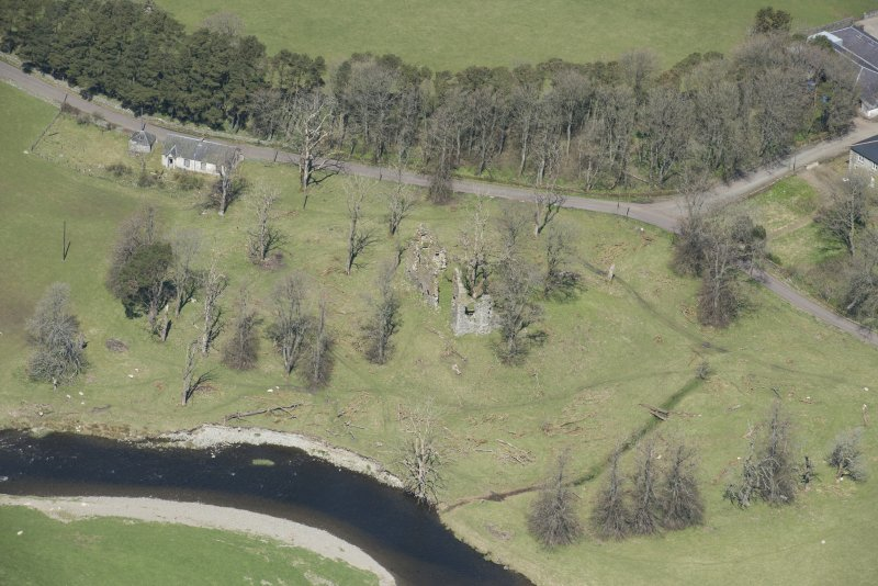 Oblique aerial view of Crawford Castle, looking to the WNW.