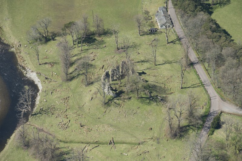 Oblique aerial view of Crawford Castle, looking to the W.