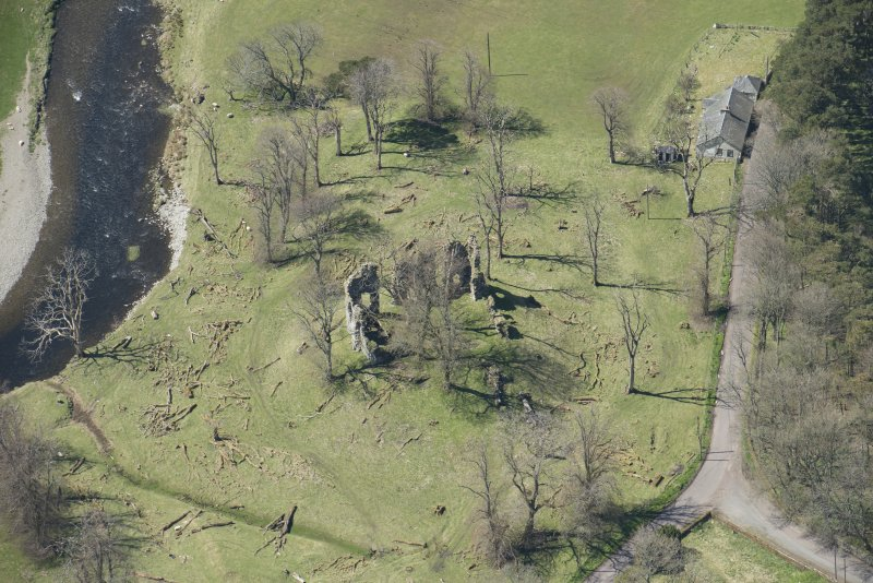 Oblique aerial view of Crawford Castle, looking to the WSW.