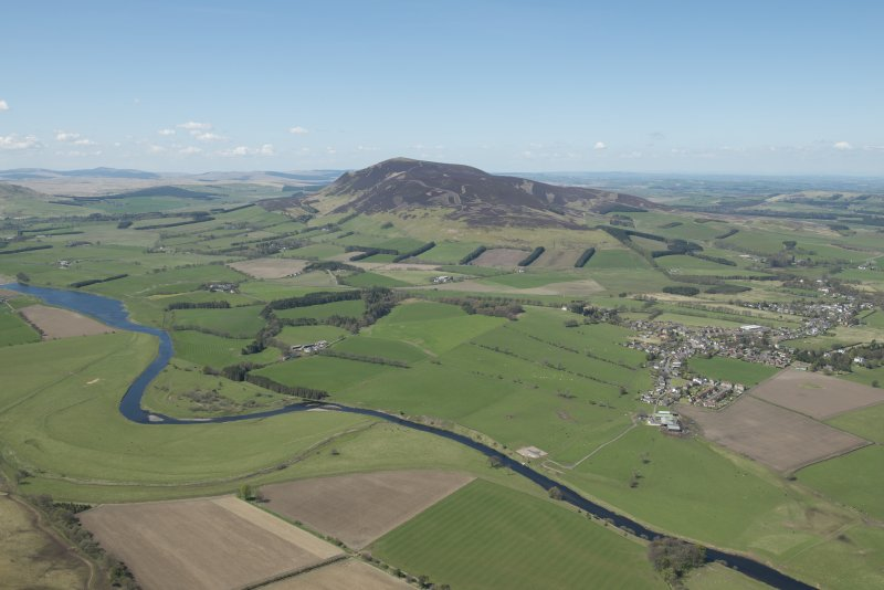 General oblique aerial view of the Upper Clyde Valley centred on Tinto Hill, looking to the WNW.