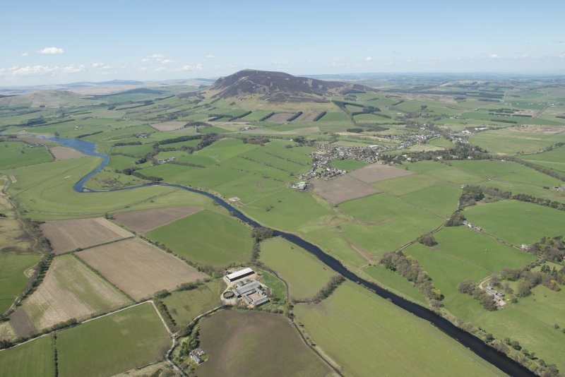 General oblique aerial view of Tinto Hill in the Upper Clyde Valley centred on the village of Symington, looking to the W.