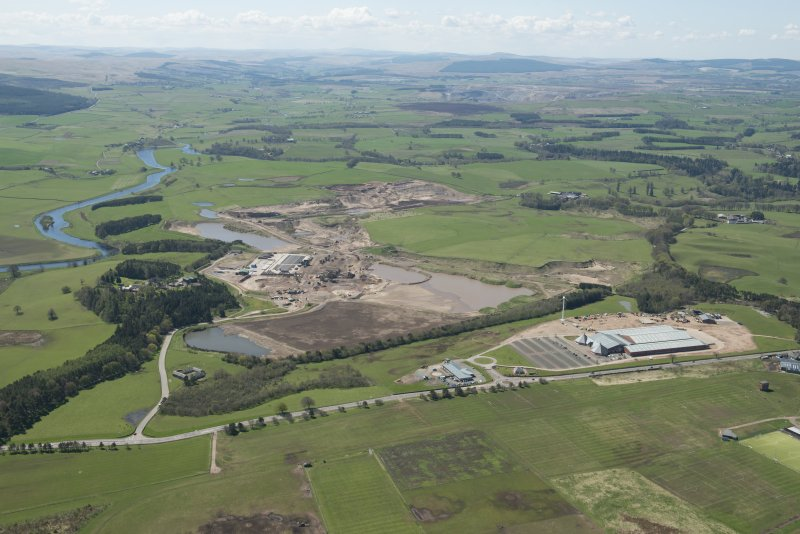 General oblique aerial view of the Upper Clyde Valley centred on  Hyndford Quarry, looking to the SSW.