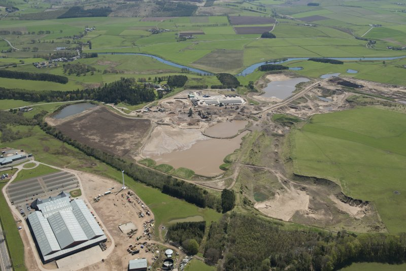 Oblique aerial view of Hyndford Quarry, looking to the SSE.