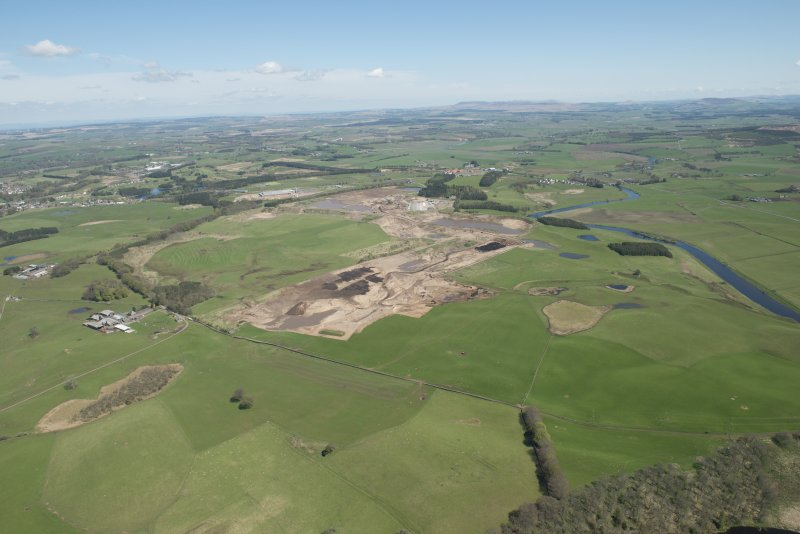 General oblique aerial view of the Upper Clyde Valley centred on  Hyndford Quarry, looking to the N.