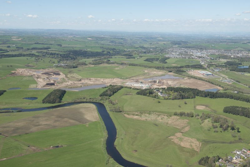 General oblique aerial view of the Upper Clyde Valley centred on  Hyndford Quarry, looking to the WSW.