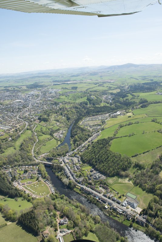 General oblique aerial view of the Upper Clyde Valley centred on  Kirkfieldbank Village, looking to the SE.