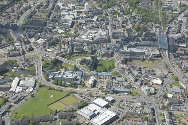 General oblique aerial view of the centre of Paisley centred on Paisley Abbey, looking to the W.