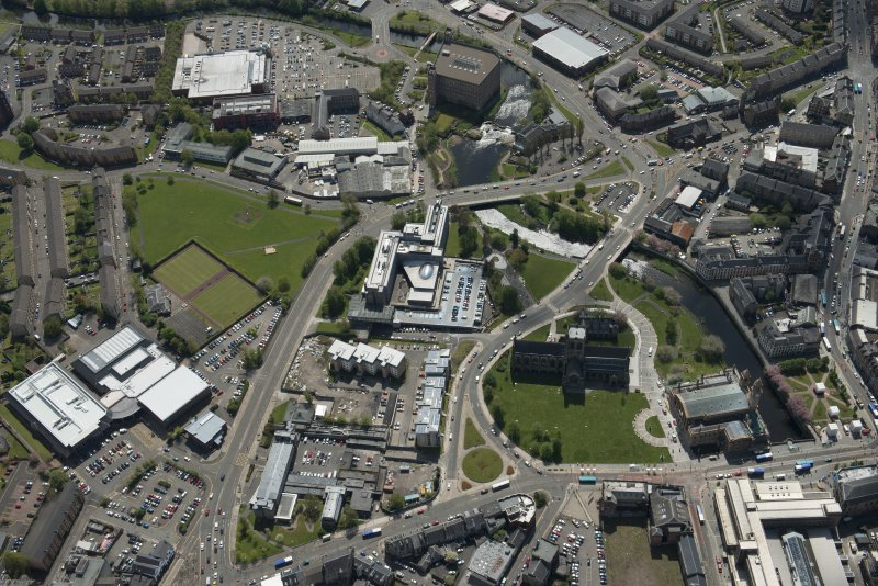 General oblique aerial view of the centre of Paisley centred on Paisley Abbey, looking to the SSW.