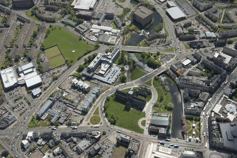 General oblique aerial view of the centre of Paisley centred on Paisley Abbey, looking to the S.