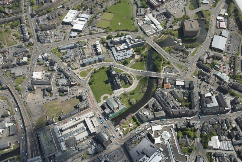 General oblique aerial view of the centre of Paisley centred on Paisley Abbey, looking to the SSE.