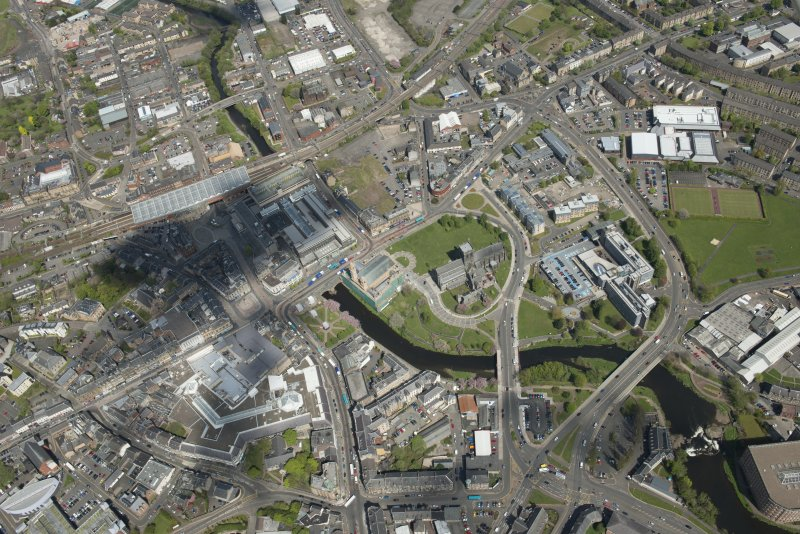 General oblique aerial view of the centre of Paisley centred on Paisley Abbey, looking to the N.