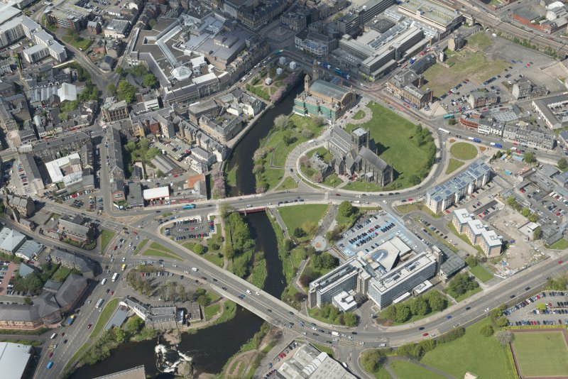 General oblique aerial view of the centre of Paisley centred on Paisley Abbey, looking to the NW.