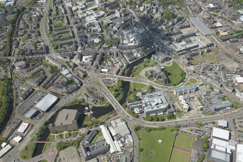 General oblique aerial view of the centre of Paisley centred on Paisley Abbey, looking to the WNW.
