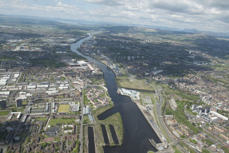 General oblique aerial view of the River Clyde centred on Meadowside Quay, looking to the WNW.