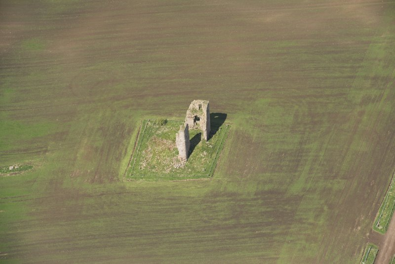 Oblique aerial view of Fedderate Castle, looking to the NNW.