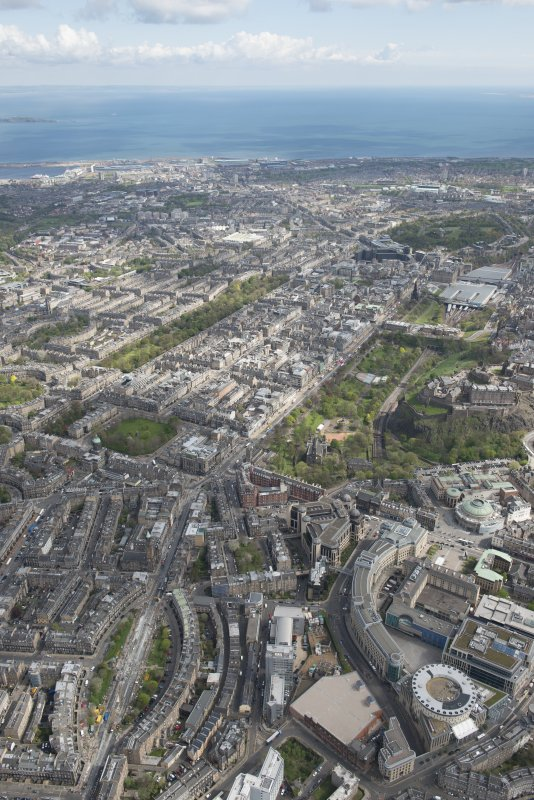General oblique aerial view of central Edinburgh to Leith centred on Princes Street, looking to the NE.