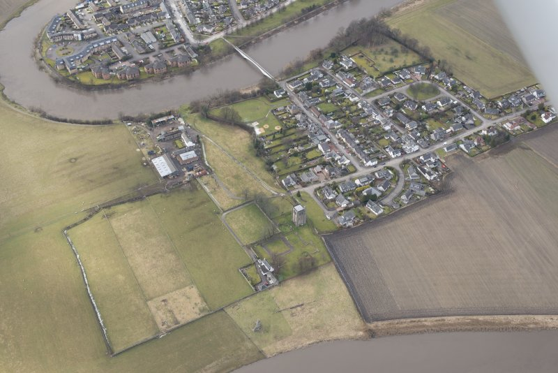 Oblique aerial view centred on the remains of the Abbey of Cambuskenneth, looking to the NNW.