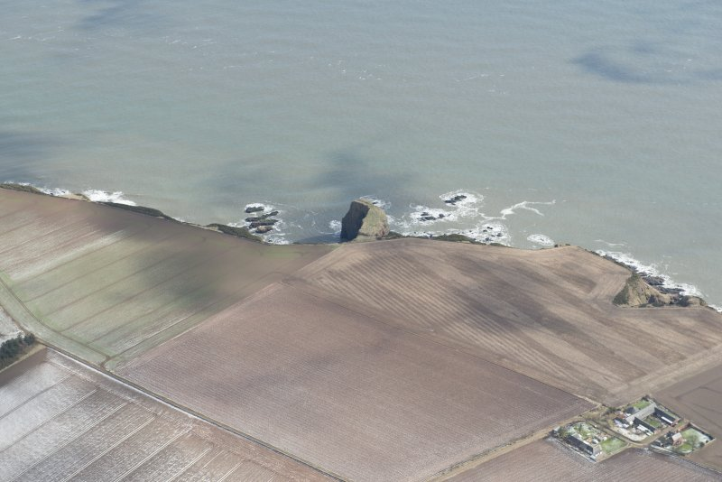 General oblique aerial view of Prail Castle promontory fort, looking ESE.