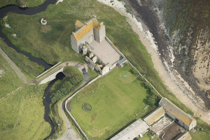 Oblique aerial view of Freswick Castle and bridge, looking NNE.