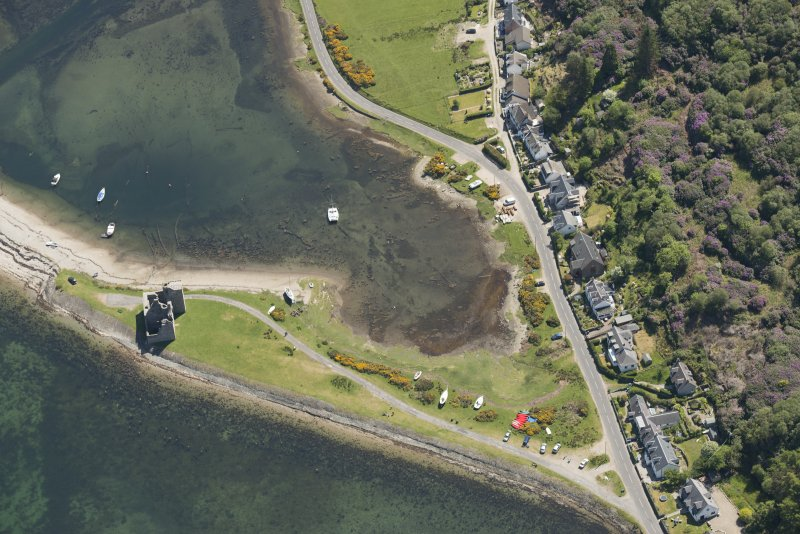 Oblique aerial view of Lochranza Castle and fish trap, looking to the ESE.