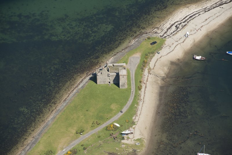 Oblique aerial view of Lochranza Castle, looking to the NE.