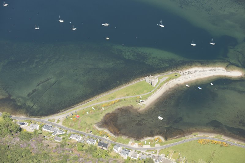 Oblique aerial view of Lochranza Castle and fish trap, looking to the N.