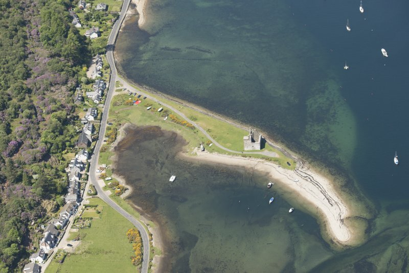 Oblique aerial view of Lochranza Castle and fish trap, looking to the NW.