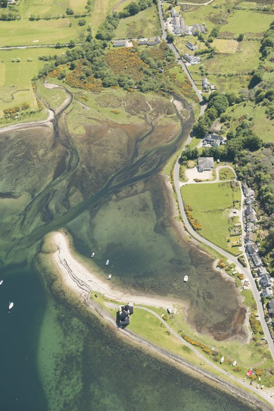 Oblique aerial view of Lochranza Castle, looking to the SE.
