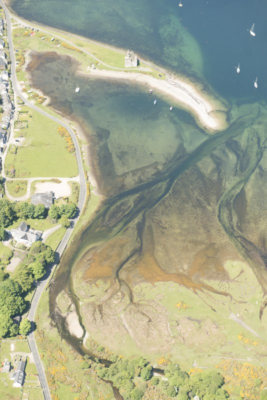 Oblique aerial view of Lochranza Fish Trap and Lochranza Castle, looking to the NNW.