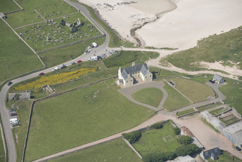 Oblique aerial view of Balnakeil House, Balnakeil Parish Church and Churchyard, looking to the NW.