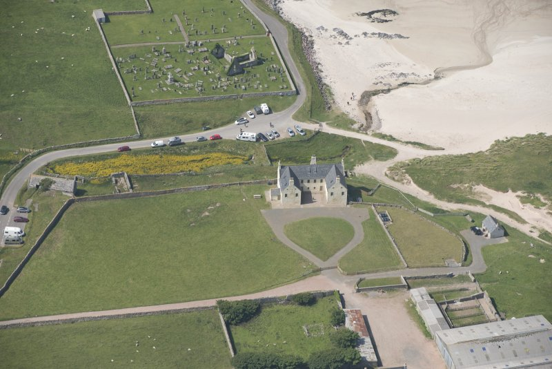 Oblique aerial view of Balnakeil House, Balnakeil Parish Church and Churchyard, looking to the WNW.