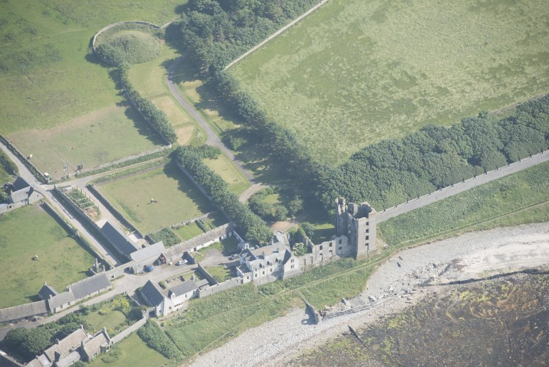 Oblique aerial view of Thurso Castle and East Mains farmstead, looking to the SSE.
