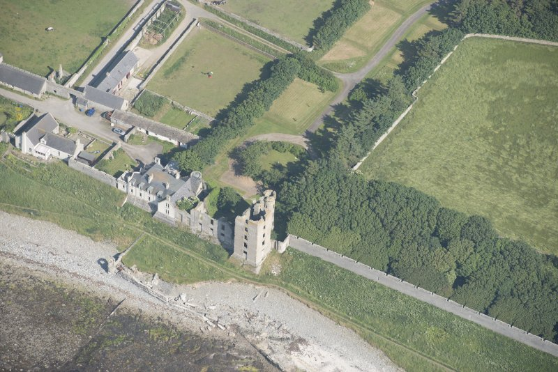 Oblique aerial view of Thurso Castle and East Mains farmstead, looking to the ESE.