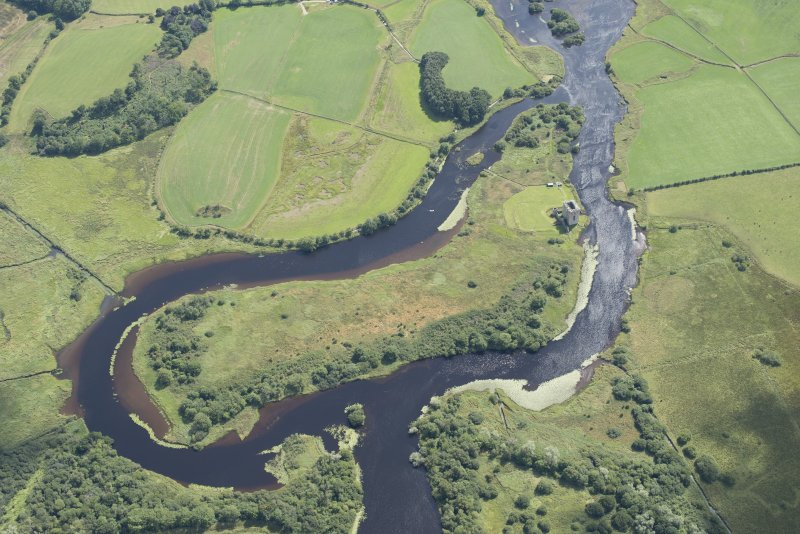 Oblique aerial view of Threave Castle, looking S.