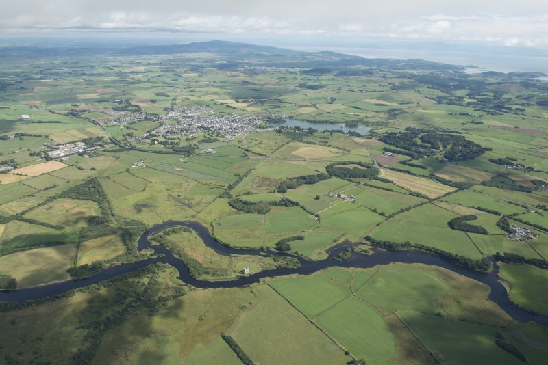 General oblique aerial view with Threave Castle in the foreground and Castle Douglas beyond, looking E.