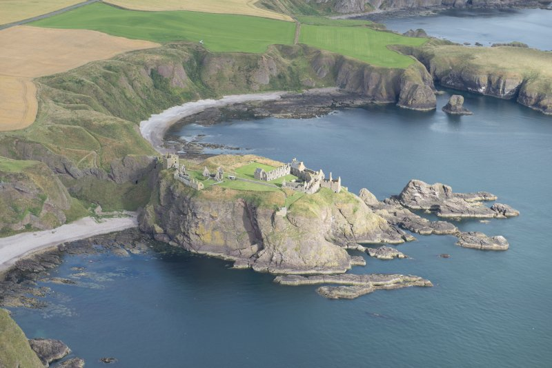 Oblique aerial view of Dunnottar Castle, looking N.