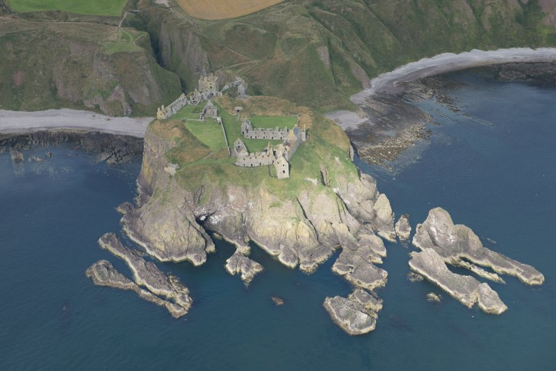 Oblique aerial view of Dunnottar Castle, looking WNW.