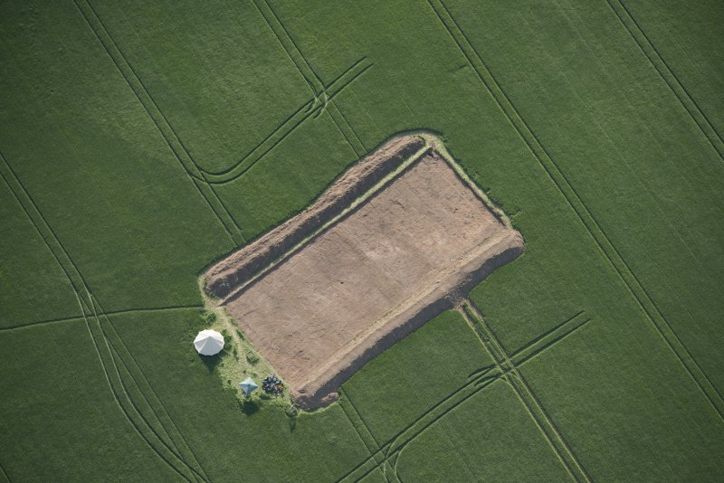 Oblique aerial view centred on the Glasgow University excavations at Leadketty, looking W.