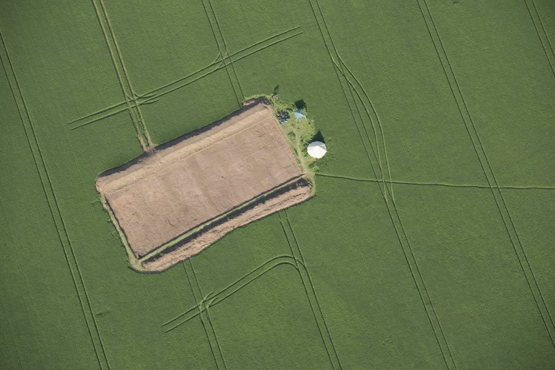 Oblique aerial view centred on the Glasgow University excavations at Leadketty, looking E.