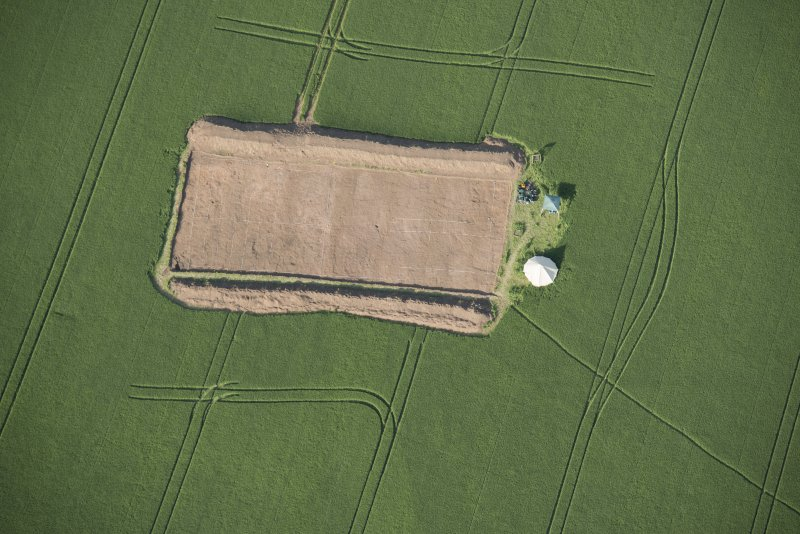 Oblique aerial view centred on the Glasgow University excavations at Leadketty, looking ENE.