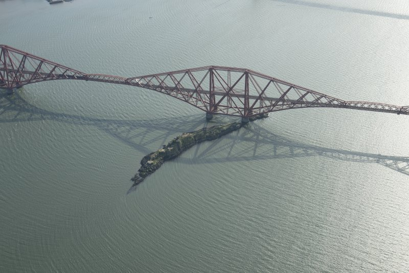 Oblique aerial view of part of the Forth Bridge centred on Inchgarvie, looking SW.
