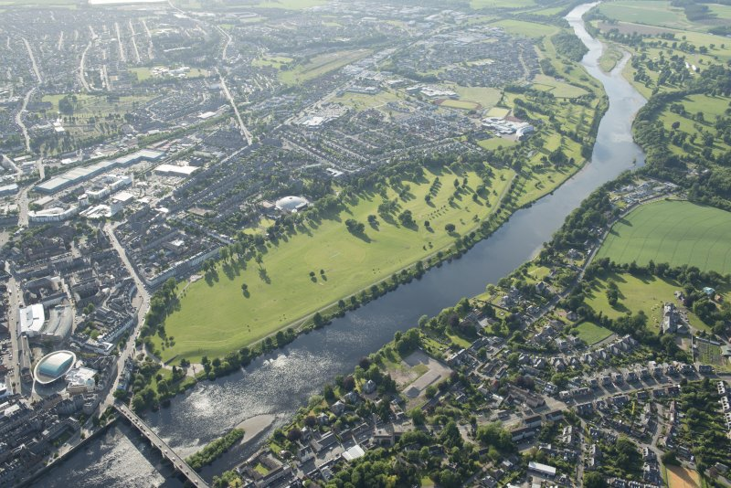 General oblique aerial view of the North Inch, Perth, and the River Tay, looking WNW.