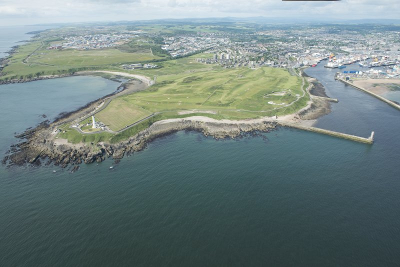 Oblique aerial view of Girdleness Lighhouse, Balngask Golf Course and South Breakwater, looking WSW.