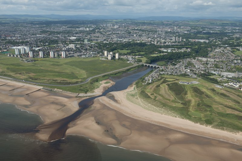 General oblique aerial view of the mouth of the River Don with the Bridge of Don, the village of Bridge of Don, Royal Aberdeen Golf Course and the City of Aberdeen in the background, looking SW.